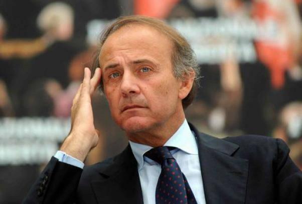 """Ronchi contestato davanti alla Camera, scambio di insulti con i manifestanti: """"Cialtroni"""""""