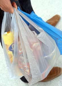 Sacchetti di plastica biodegradabili, Cnr: quelli derivati dall'amido sono resistenti ma hanno una scadenza