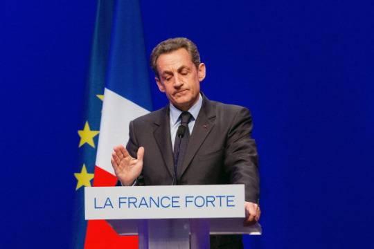 Francia: Sarkozy ancora indeciso sul suo ritorno in politica