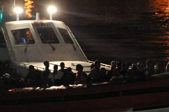 Sbarchi immigrati: 320 persone tratte in salvo a largo di Siracusa