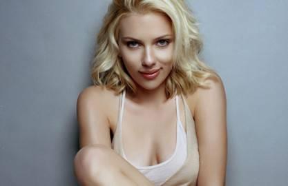 scarlett johansson 2 36105 417x270 Scarlett Johansson: Sono attratta dagli uomini carismatici e ribelli