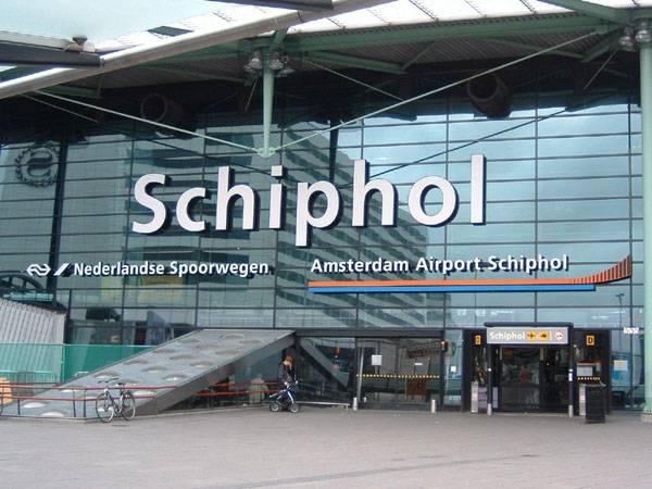 Olanda, l'aeroporto di Schiphol è il nuovo distretto a luci rosse