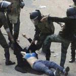 Scontri in Egitto: i soldati gettano benzina sul fuoco della rivolta