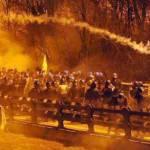 Val di Susa: la polizia sgombera, i No Tav promettono la guerriglia