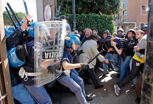 """Scontri a Roma, Alemanno: """"Danni per 20 milioni"""""""
