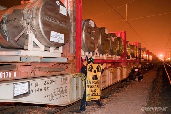 Nucleare in Germania: arrestati 1300 ambientalisti che tentavano di fermare un treno di scorie