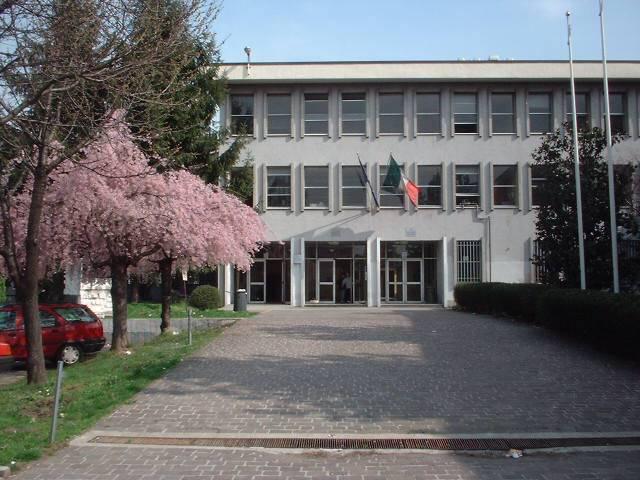 Milano: preside spruzza lo spray al peperoncino su un'alunna per punirla