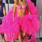 Shakira in scatti sensuali ad Ibiza (vedi foto) mentre la sua Waka Waka continua a impazzare…