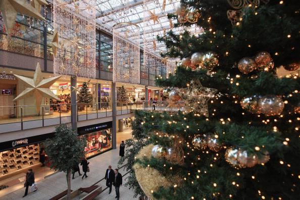 """Regali di Natale: il """"rito"""" tiene, ma si punta al risparmio"""