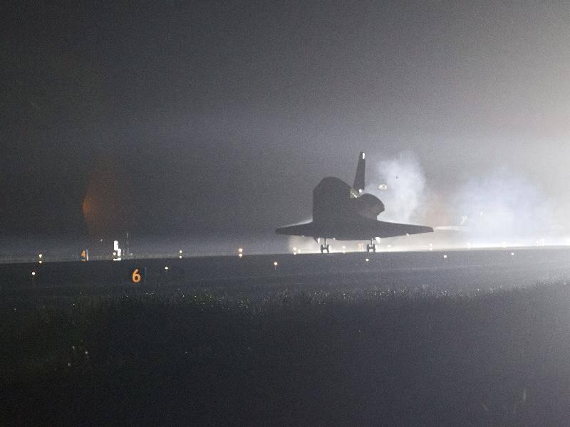 Shuttle: l'Endeavour è tornato sulla Terra (guarda video)