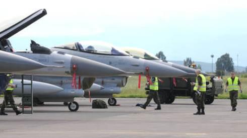 Guerra in Libia: raid aerei intorno al rifugio di Gheddafi, milizie del regime entrano a Misurata