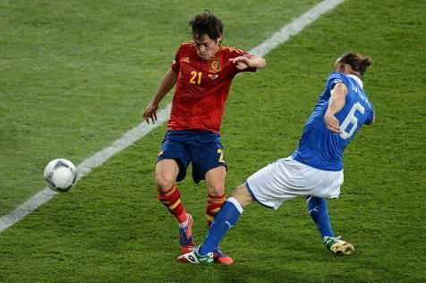 Real Madrid, 50 milioni più Benzema per David Silva