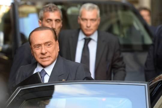 Francia: Berlusconi, l'inaffondabile, mette a rischio la zona euro