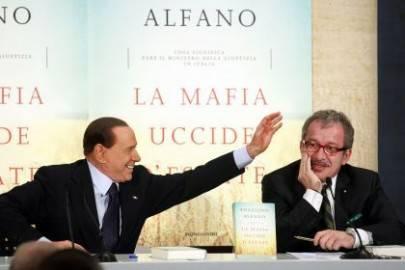 silvio berlusconi roberto maroni 405x270 Lega Nord, Roberto Maroni: Lalleanza con il Pdl è finita. Silvio Berlusconi: Sono spiritosi ma restano alleati