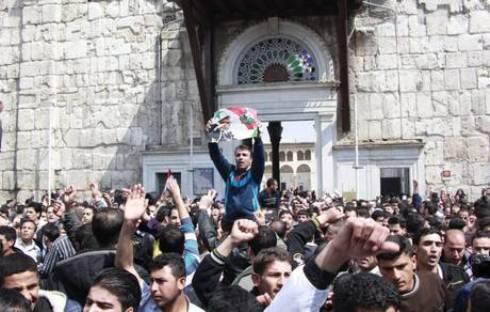Rivolta in Siria: Latakia diventa centro degli scontri, atteso discorso in tv di Bashar al Assad