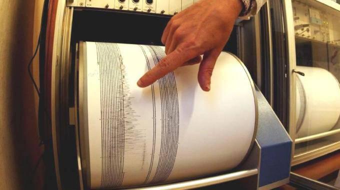 Terremoto sul Pollino: 4 scosse nella notte, tanta paura ma nessun danno