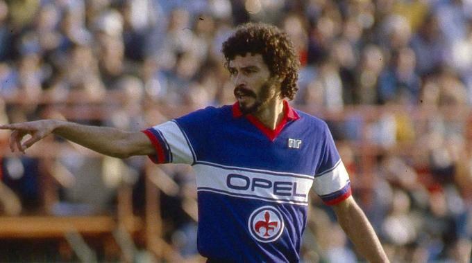 Video gol Socrates stagione 84-85: grande rete del brasiliano contro l'Atalanta con la maglia della Fiorentina