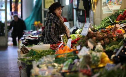 Spesa in un mercato ortofrutticolo (Peter Macdiarmid/Getty Images)