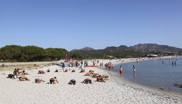 Asinara: bimbi giocano sulla spiaggia, genitori denunciati per danni ambientali