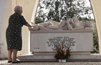 Stazzema, Monumento dedicato alle 560 vittime dell'eccidio del 12 agosto 1944 (getty images)