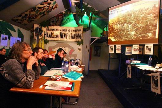 Svizzera, introdotta multa disciplinare per i consumatori di cannabis