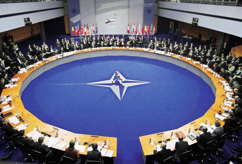 Guerra Libia: in partenza summit Nato. Obiettivo allargare numero Paesi partecipanti