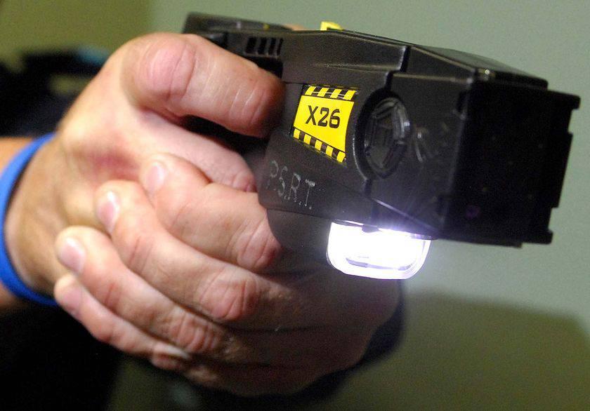 AUSTRALIA / Taser, poliziotto uccide un 20enne con una scarica elettrica. Esplode la polemica
