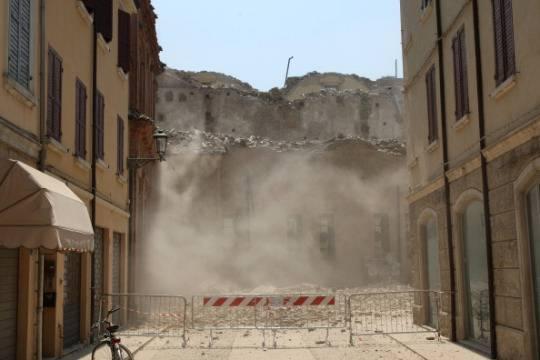 """Terremoto in Emilia: fondi europei sbloccati dopo lo stop. Roberto Maroni: """"Vergogna, perchè restare in Ue?"""""""