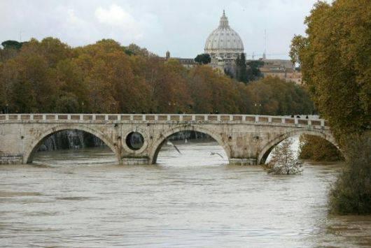 Tragedia familiare a Roma: padre getta figlio di due anni nel Tevere