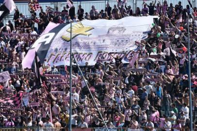 I tifosi del Palermo in festa a Novara