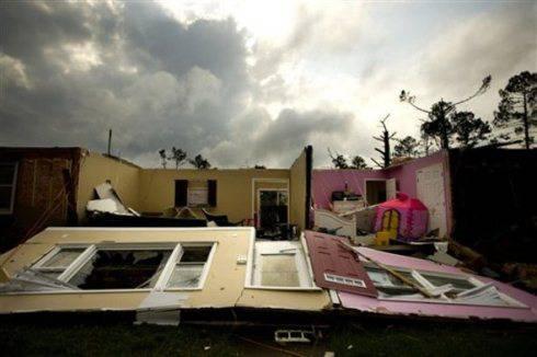 Tornado negli Usa: North Carolina e Mid-West flagellate dal ciclone primaverile, 47 morti
