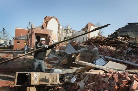 tornado illinois 478x318 Devastazioni dei tornado negli Stati Uniti, la fotogallery