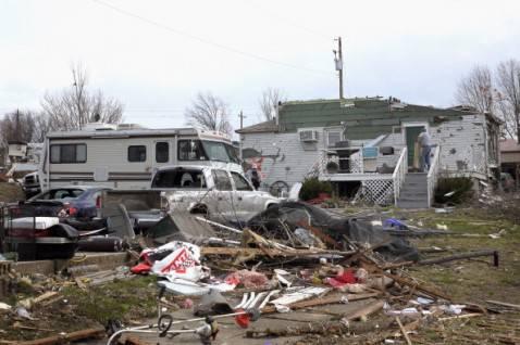 tornado illinois2 478x318 Devastazioni dei tornado negli Stati Uniti, la fotogallery
