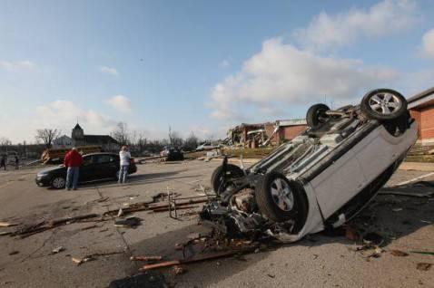 tornado indiana1 478x318 Devastazioni dei tornado negli Stati Uniti, la fotogallery