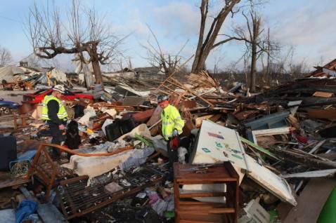 tornado indiana3 478x318 Devastazioni dei tornado negli Stati Uniti, la fotogallery