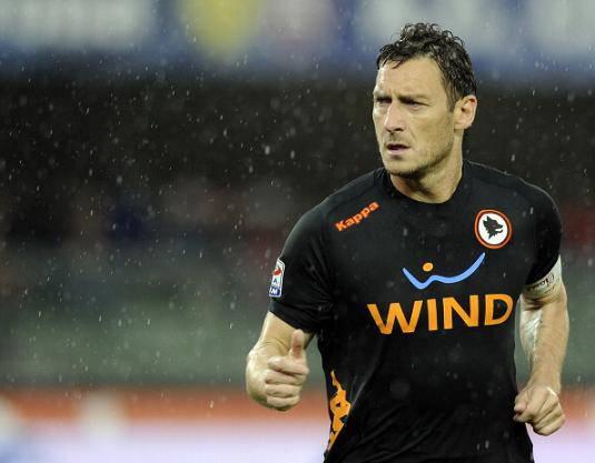 """Roma, Totti alza la voce: """"Ricostruzioni false sull'episodio del rigore"""""""