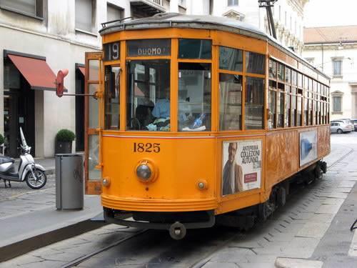 Milano libri sul tram luned parte il progetto 39 hooks for Disegni di cabina di log gratuiti