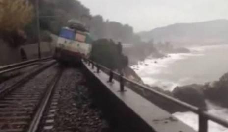 Intercity 660 deragliato tra Cervo e Andora, Liguria (screen shot youtube)