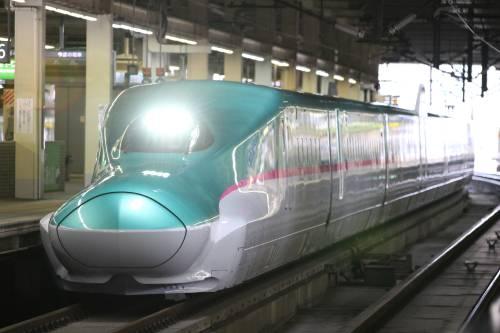 Il Giappone svela Hayabusa: il treno più veloce del mondo raggiunge i 320 km/h