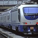 Camion finisce sui binari della ferrovia: due morti