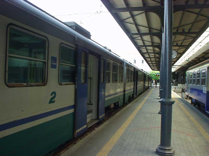 INCIDENTE FERROVIARIO / Varese, treno merci deraglia sulla Luino-Gallarate