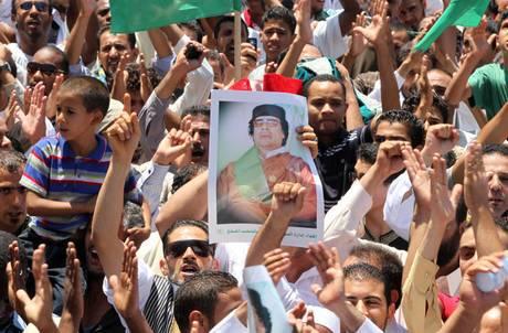 Guerra in Libia: Muammar Gheddafi minaccia di inviare kamikaze in Europa