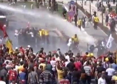 Turchia: scontri nella notte ad Istanbul