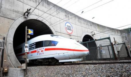 Un treno nell'Eurotunnel della Manica (DENIS CHARLET/AFP/Getty Images)