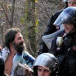 Proteste No Tav: Turi Vaccaro sale sul traliccio di Luca Abbà e vi resta a meditare