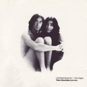 """UNA TARGA PER COMMEMORARE JOHN LENNON NELLA CASA DI LONDRA CHE CONDIVISE CON YOKO ONO / Li furono scattate le """"scandalose"""" foto dell'album """"Two Virgins"""""""