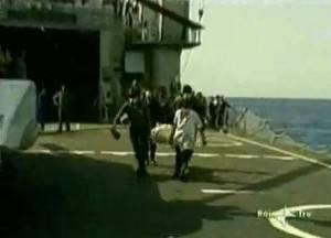 Recupero corpi vittime del disastro aereo avvenuto il venerdì 27 giugno 1980 al largo dell'isola di Ustica (screen shot youtube)