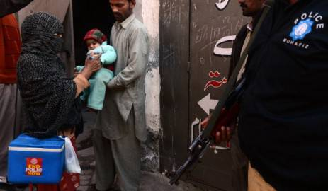 Vaccinazione antipolio in Pakistan (Getty images)