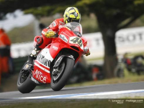 Valentino Rossi sulla Ducati in diretta live streaming. Test di Valencia della MotoGp 2011 ...