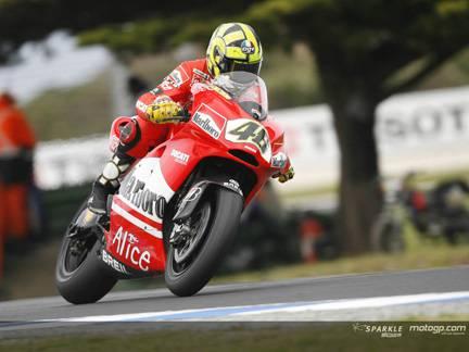 Valentino Rossi oggi a Cattolica fara' l'intervento alla spalla destra. E poi di nuovo in sella alla Ducati